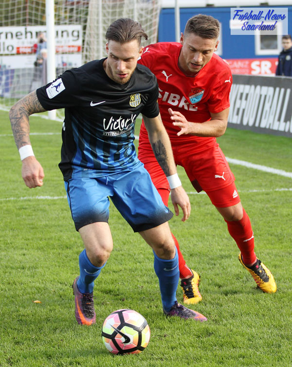 Schon wieder hat er getroffen: Patrick Schmidt im Duell  (Foto: Mohr/Fußball-News Saarland)