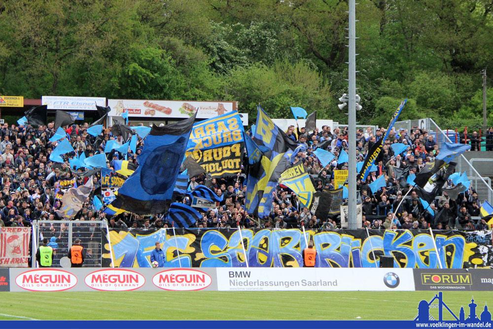 Die FCS-Fans zeigten ihre Fahnen: Tolle Stimmung auf den Tribünen! (Foto: Hell)