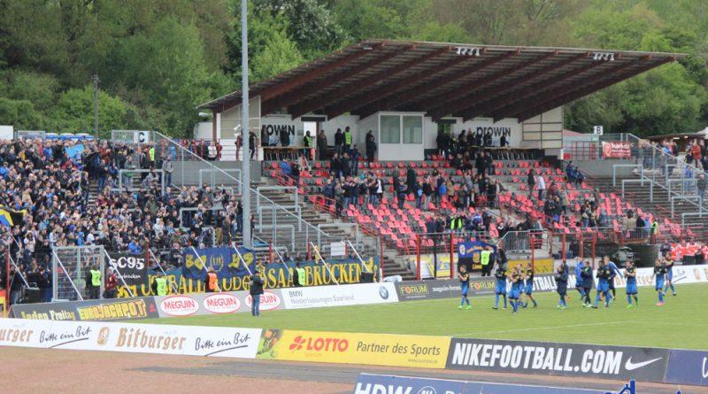... feierten die Fans des 1. FCS ihre Spieler: Immerhin lieferten sie auch ein gutes Spiel ab, denn....