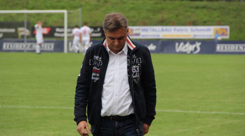 Günther Erhardt ist offensichtlich nicht zufrieden....