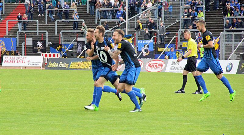Würdiger Abschied beim Torjubel: Die 10, Sven Sökler, machte für den FCS 137 Spiele! (Fotos: Hell)