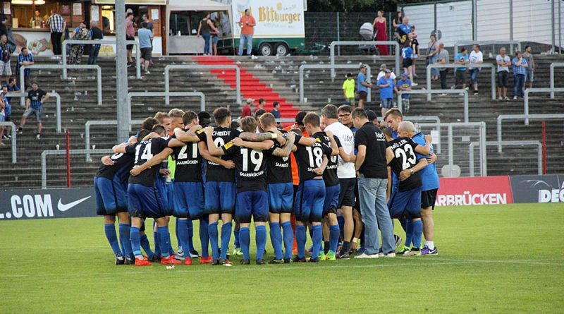 Wieder ein Team: Die Elf des 1. FC Saarbrücken (Foto: Hell)