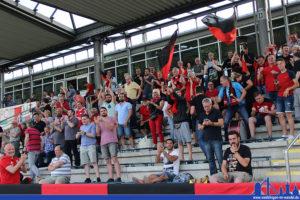 Der Fanblock des SVR trieb die Mannschaft fleissig an (Foto: Hell)
