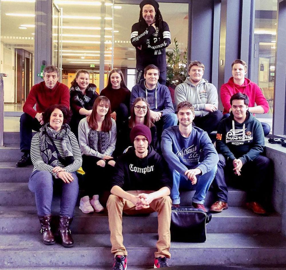 """Die 10 FSJler der Jugendzentren des Regionalverbandes besuchten im Rahmen der Projektwoche """"Öffentlichkeitsarbeit"""" den Saarländischen Rundfunk, Foto: SR"""