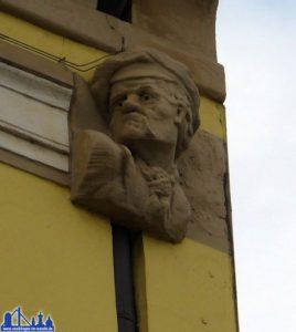 Auch dieser Mann ist bis heute am Alten Rathaus zu finden, doch wer war er? Manche Mythen behaupten es war der Bäcker Hermann Röchling, über den im Bericht der Völklinger Nachrichten zu lesen ist. © Andreas Hell