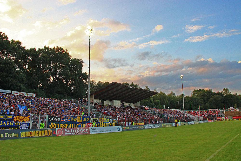 Am Freitag, den 26.08.2016 kommt es wieder zu einem Flutlichtspiel des 1. FC Saarbrücken im Völklinger Hermann-Neuberger-Stadion (Foto: Hell)