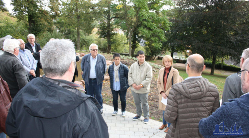Oberbürgermeisterin Christiane Blatt hat den neu gestalteten Hugenottenfriedhof in Ludweiler offiziell wiedereröffnet. (Foto: Grieger)