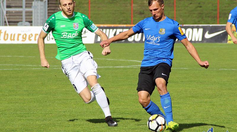 Tobias Jänicke gegen Laurin Vogt (Foto: Hell)