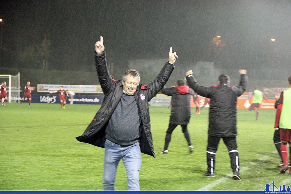 Hans Werner Moser freut sich über das 3:3 (Foto: Hell)