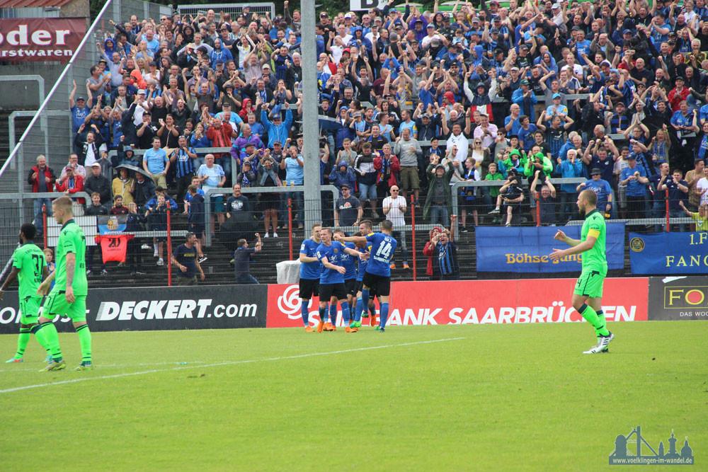 Das 1:1 bringt das Stadion zum Beben (Foto: Hell)