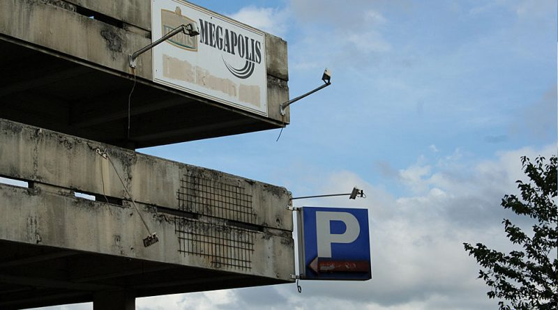 """Symbolträchtig: Das Schild zeigt seit Ende 1999 """"geschlossen"""". (Foto: Hell)"""