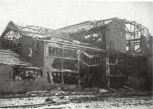 Das durch Kriegseinwirkungen beschädigte Kaltwalzwerk. (Quelle: Saarstahl AG)