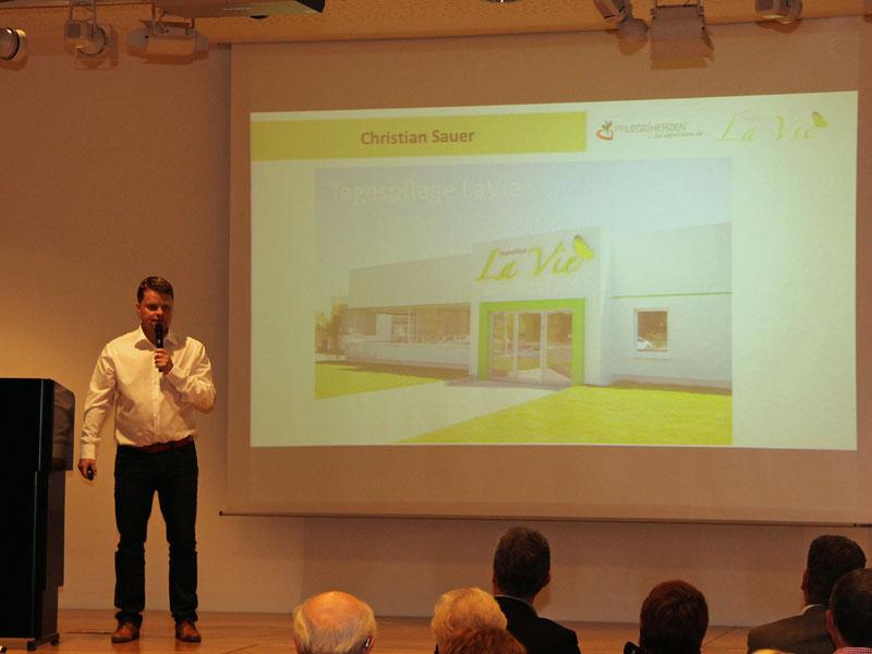 Christian Sauer stellt die neue Tagespflegeeinrichtung in Luisenthal vor