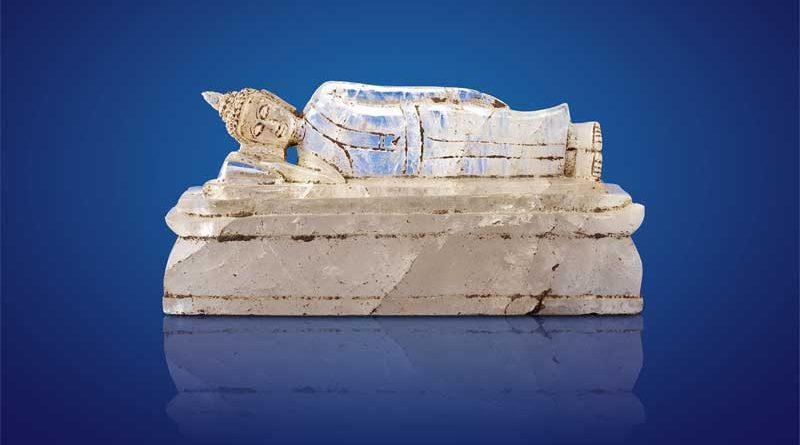 Liegender Buddha Thailand, Ayutthaya-Periode 16. Jahrhundert n. Chr. Bergkristall Höhe 10 cm Privatsammlung Copyright: Weltkulturerbe Völklinger Hütte/Hans-Georg Merkel