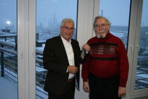Oberbürgermeister Klaus Lorig und des frühere Besitzers Hans-Werner Westermann (Foto: Stadt VKL)