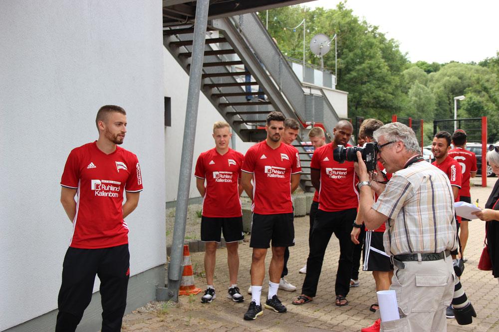 Making of: Jürgen Bennoit schießt die Spielerportraits für den SVR
