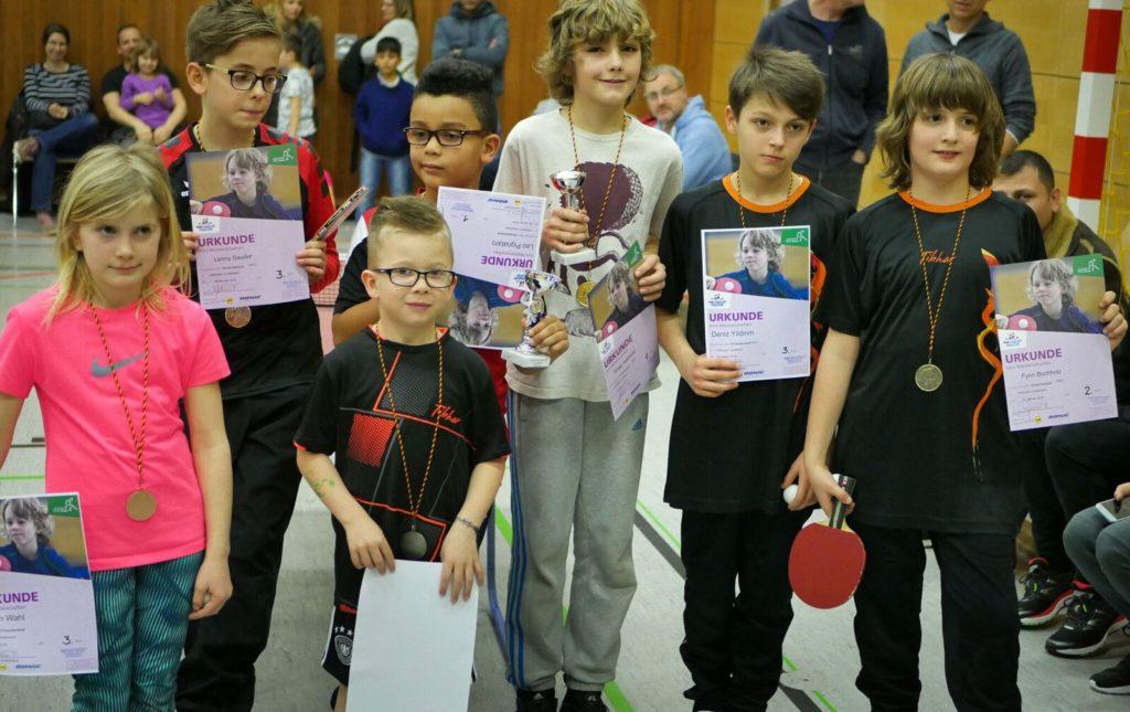 Die Sieger der insgsamt drei Alterklassen. Mädchen spielten bei den Jungs mit. Foto: TTC Lauterbach