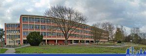 Marie-Luise-Kaschnitz-Gymnasium, ein Panorama des Schulgebäudes 2015 (Foto: Hell)