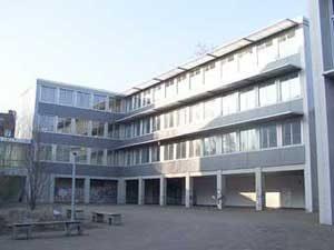 Der Neubau, die Grundsteinlegung erfolgte 1969. (Foto: Hell 2000)
