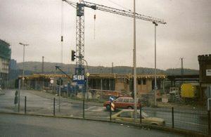 Der im Bau befindliche neue Bahnhof (Foto: H.Bach)