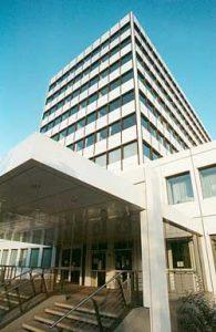 Das neuverkleidete Rathaus um 1998 (Foto: Hell)