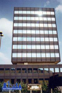 """Das """"Neue Rathaus"""" Aufnahmen ca. 1980 vor der Neuverkleidung der Fassade."""