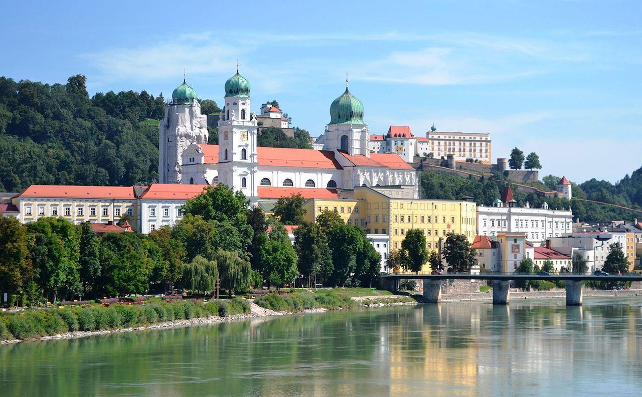 """Der Passauer Dom (Foto: """"High Contrast"""" (Wikipedia-User) unter CC BY 3.0 de-Lizenz ohne Veränderung des Fotos)"""