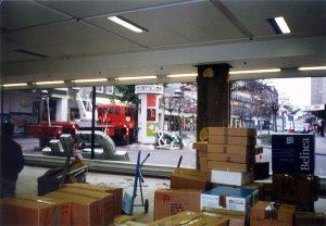Alles muss weg! Total Ausverkauf vor der Schließung 1999 (Foto: Sammlung Hahn)