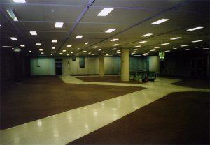 Die leeren Räume wirken riesig, doch der Glanz guter Tage ist vergangen. (Foto: Sammlung Hahn)