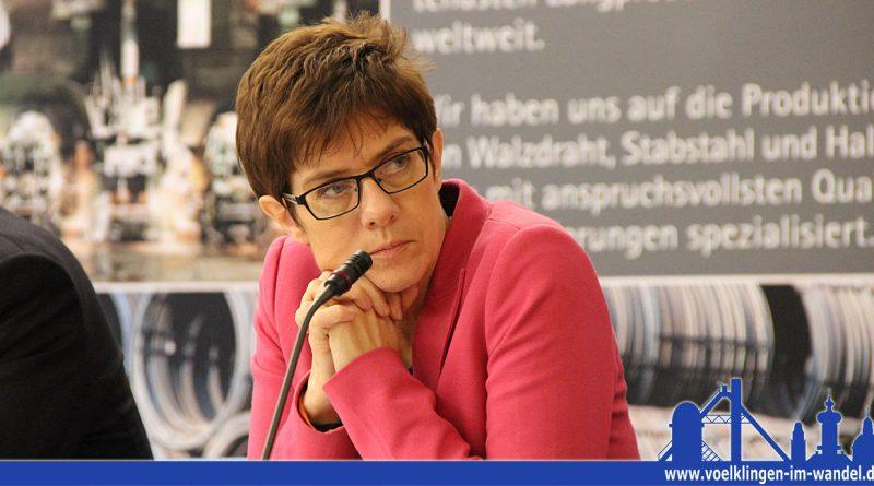 Die saarländische Ministerpräsidentin Kramp-Karrenbauer bei einer Presserunde (Archivfoto: Hell)