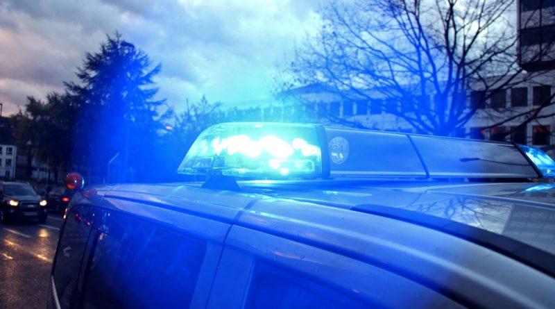 Polizei im Einsatz (Symbol-Foto: Hell)