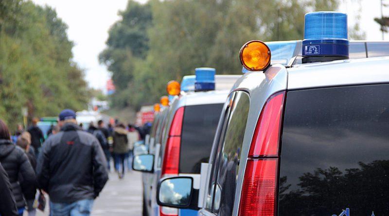 Die Polizei war mit fast 500 Beamten vor Ort (Foto: Hell)