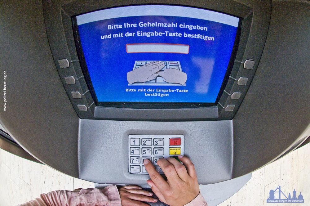 Geldautomat. Foto: www.polizei-beratung.de