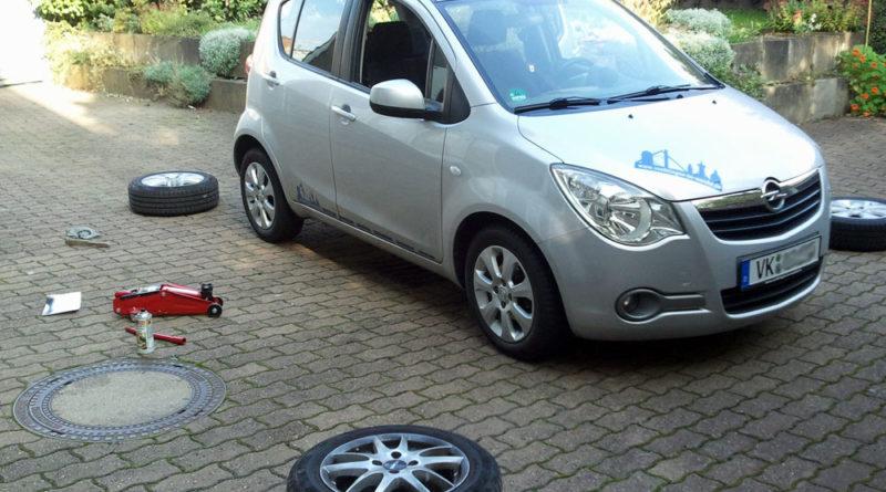 """Radwechsel: """"Von O bis O"""", so sagt man, sollen die Winterreifen aufs Auto. (Archivfoto: Hell)"""