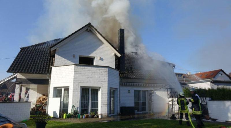 Ein Ausbreiten des Brandes auf Nachbargebäude konnte die Feuerwehr verhindern (Foto: Avenia)