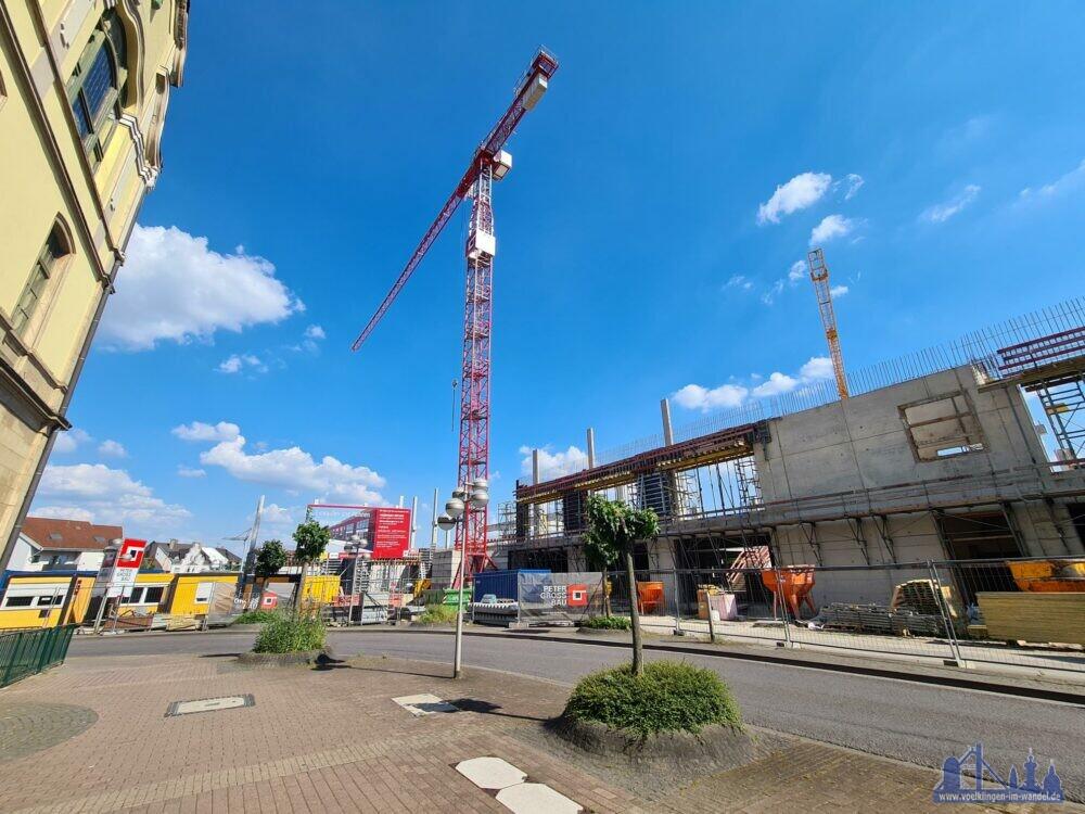 Die Baustelle des Modeparks: Der Rohbau wächst täglich (Foto: Hell)