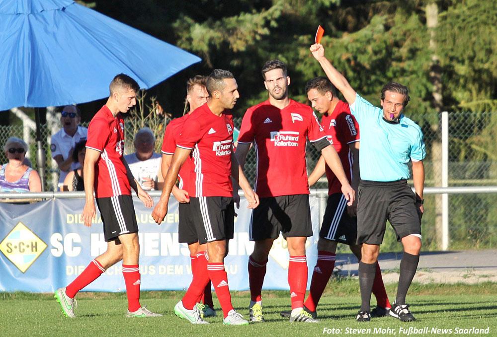 Gelb-Rot wegen Meckerns: Idir Meridjas Platzverweis hätte man sich sparen können (Foto: Steven Mohr, Fußball-News Saarland)