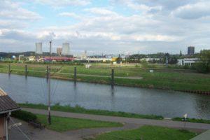 Das Industriegebiet auf den Saarwiesen im Jahre 2004