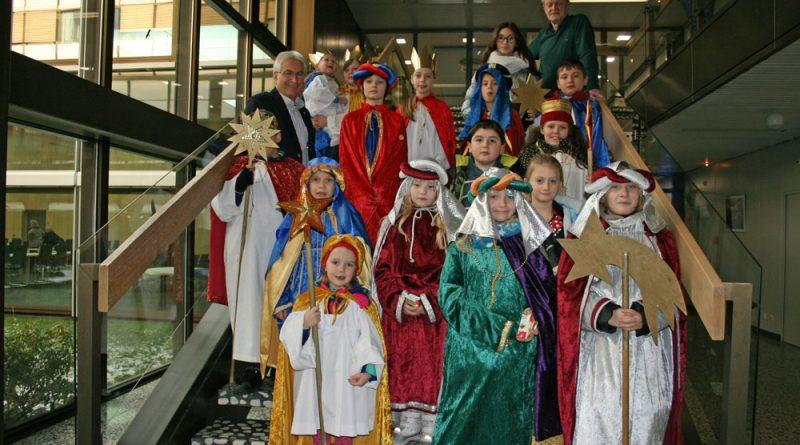 Auch 2017 waren sie im Rathaus: Die Sternsinger (Foto: Stadt VKL)