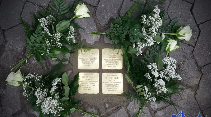 Stolpersteine zum Gedenken an die Familie Kahn. © Andreas Hell