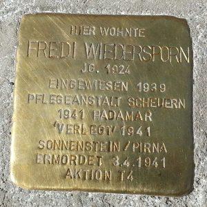 Stolperstein zum Gedenken an Fredi Wiedersporn. © Andreas Hell