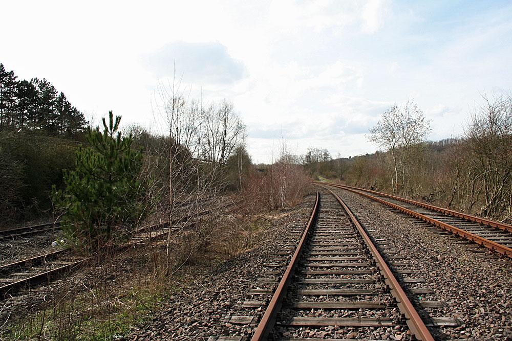 Im Bereich des ehemaligen Bahnhof Hostenbach trifft die Verbindungsstrecke nach Völklingen auf die Bisttalbahn (Foto: Hell)