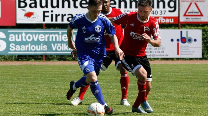 SV Röchling Völklingen : Gonsenheim 0 : 0 (Foto: Jürgen Bennoit)