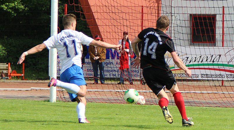 SV Röchling Völklingen gegen den 1. FC Saarbrücken (Foto einer Begegbung SVR-FCS 2: Hell)