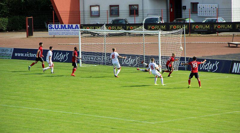 Marvin Wollbold traf wie hier in der Oberliga bereits zwei Mal, in der Bezirksliga ist der Puma mit 9 Treffern ein Torgarant (Foto: Hell)