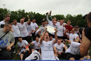 Meister der Kreisliga A Mitte - das müssen die Spieler des SV Röchling Völklingen 2 gebührend feiern! (Foto: Hell)
