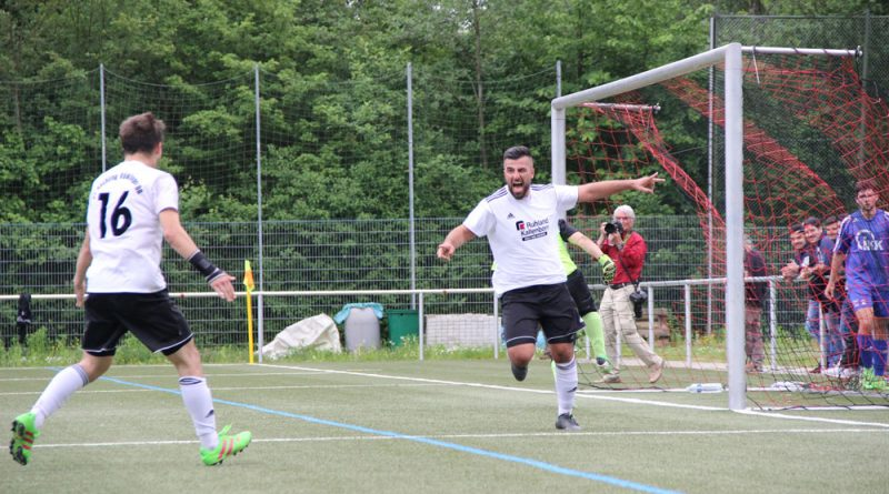 Szenen des letzten Spieltags der Kreisliga A Mitte: SVR II - Differten II (4:0)