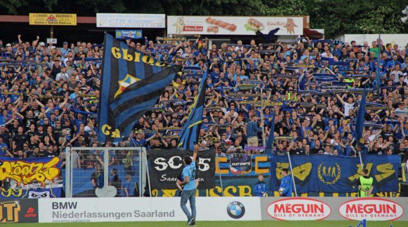 Christoph Tautz vor der ausverkauften Kulisse im Hermann-Neuberger-Stadion (Foto: Hell)