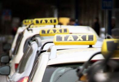 Symbolfoto Taxi, Ursprüngliches Foto: Fabian Börner, zugeschnitten von: Andreas Hell; Lizenz: CC BY-SA 3.0