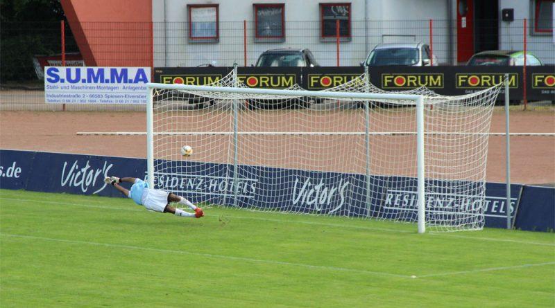 Auch am kommenden Samstag soll der Ball wieder ins richtige Netz: Der SV Röchling Völklingen lädt zum Fußball-Nachmittag (Symbolfoto: Hell)